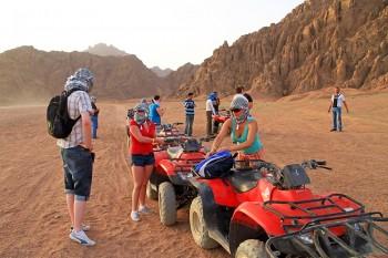 Hurghada Bedouin Desert Safari by Jeep 4x4